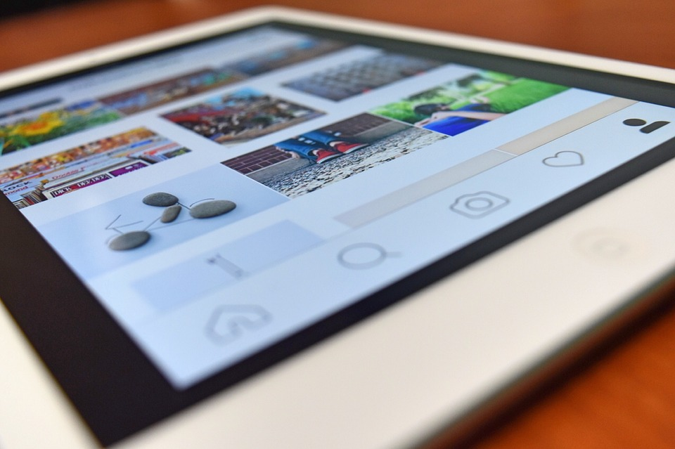 Your How-To Manual for Stories from Instagram and Snapchat
