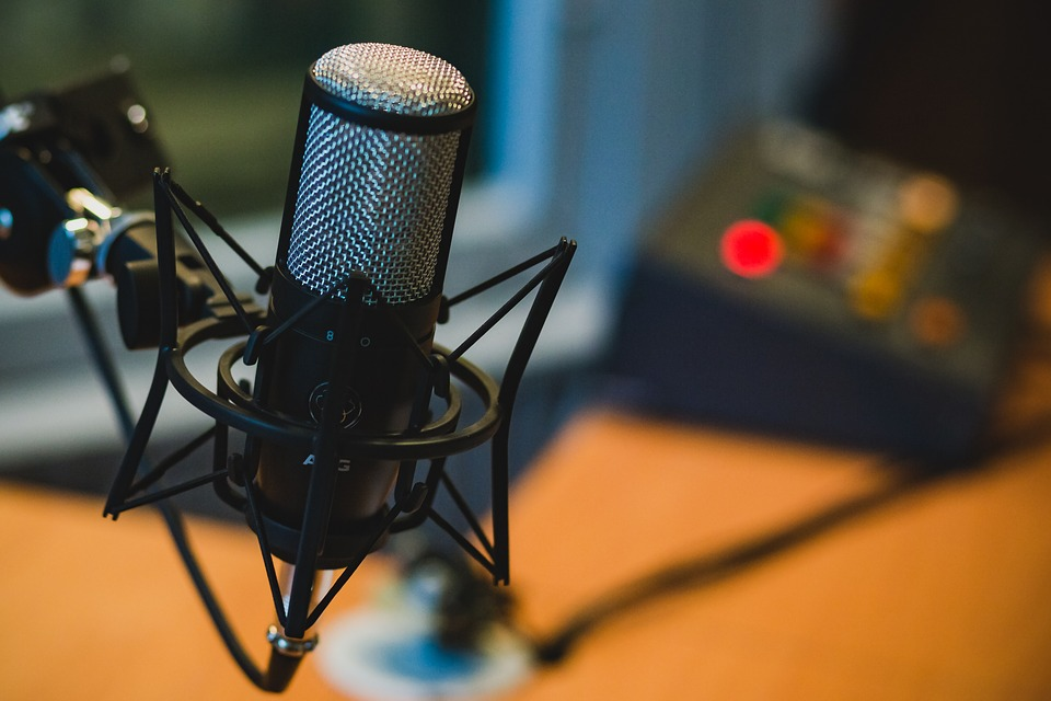 24 Dos & Don'ts for Businesses, Leaders, & Marketers Who Want to Start a Podcast