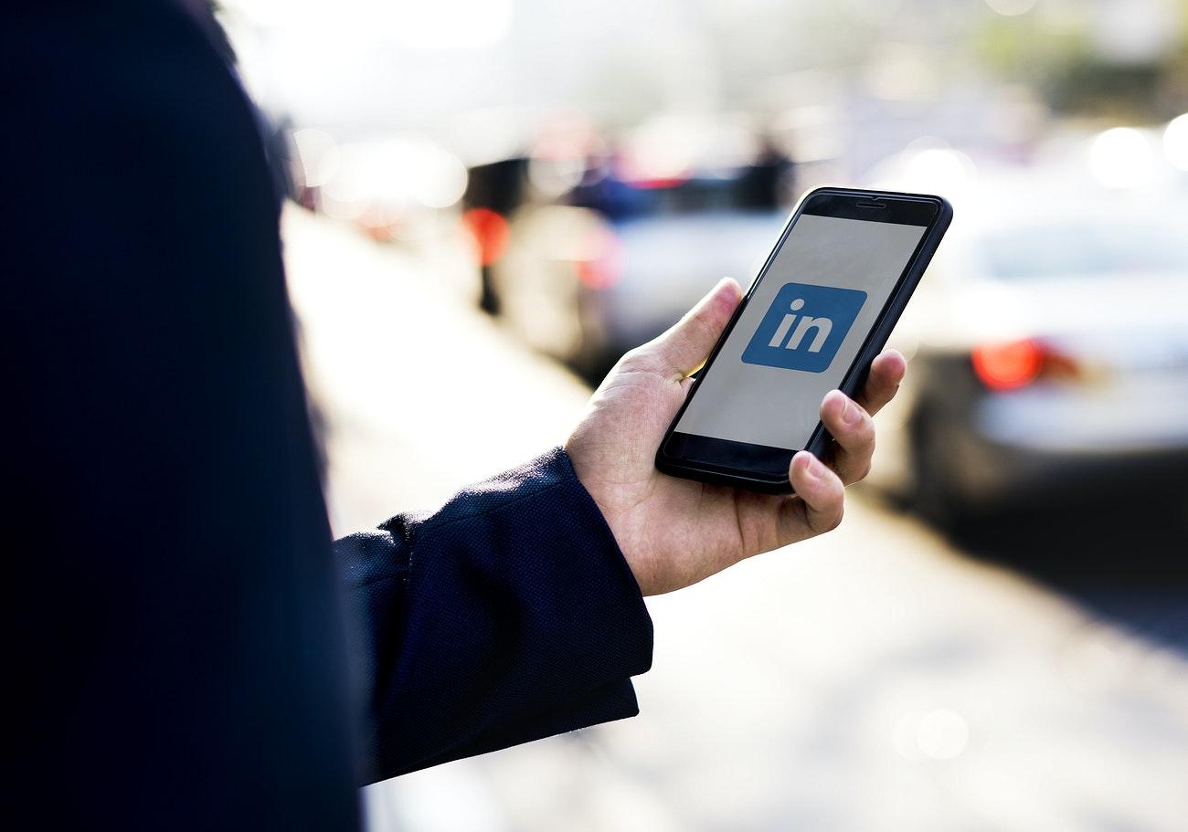 42 Ways to Start a Conversation on LinkedIn