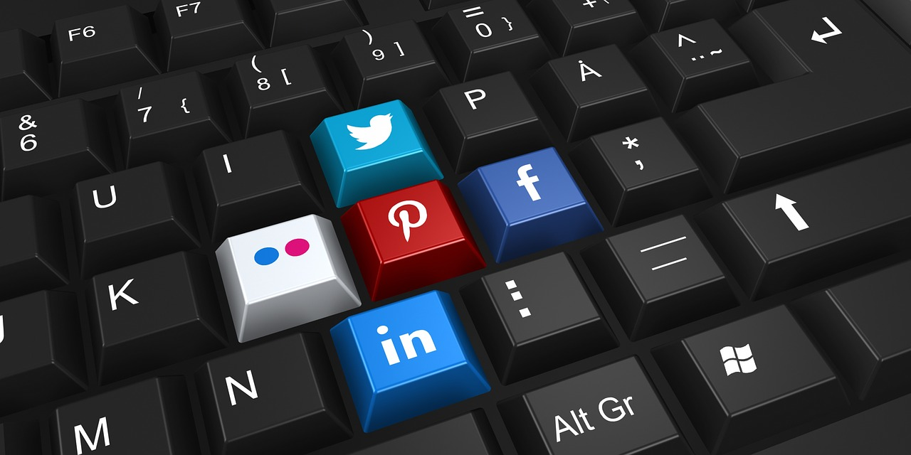 How Often Should You Post on Social Media? (A Lot Less Than Hootsuite Is Telling You)